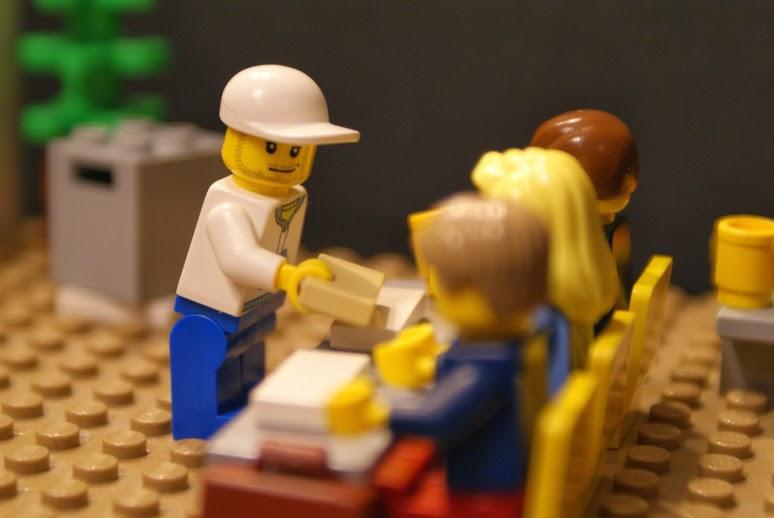 A szavazás helyszínén a szavazatszámláló bizottság előtt igazolnia kell magát